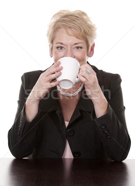 Nő kávé érett nő ül lefelé csésze Stock fotó © zdenkam