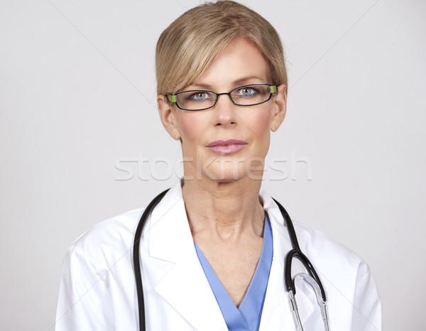 Maturo femminile medico bella indossare Foto d'archivio © zdenkam