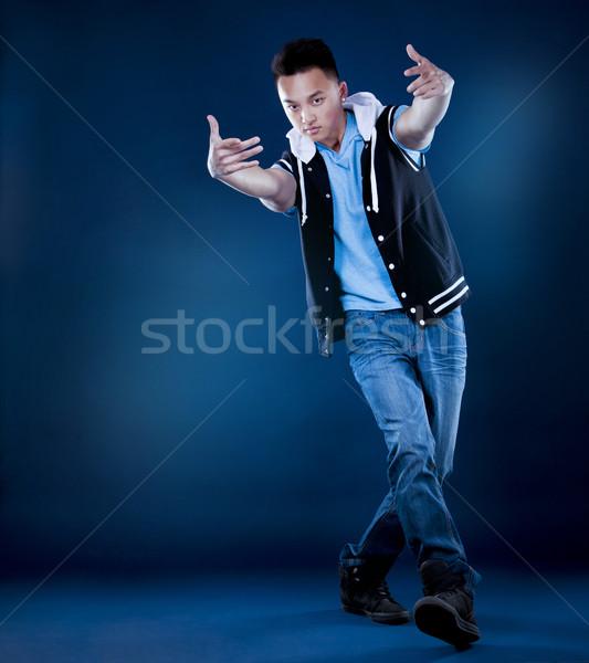 ázsiai férfi kínai breaktáncos pózol sötét Stock fotó © zdenkam