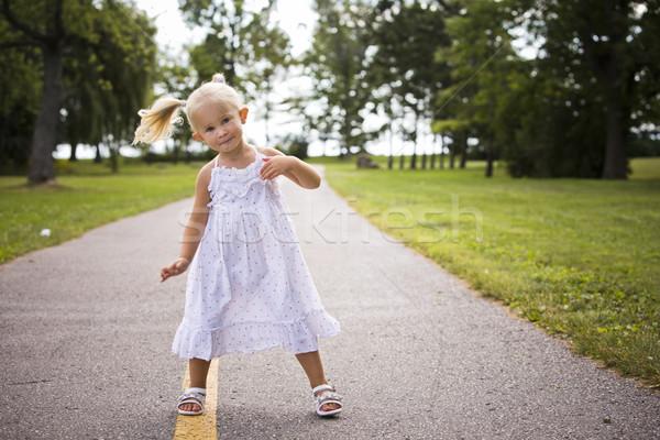Portré kislány park kaukázusi lány mosolyog Stock fotó © zdenkam