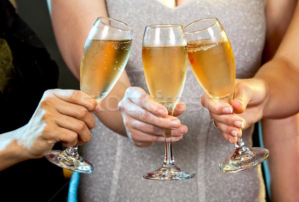 Скачать выпив шампанского девчонка отдалась новому знакомому