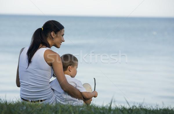Anya fiú fiatal barna hajú ül tengerpart Stock fotó © zdenkam