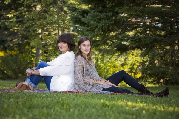 Mère fille ensemble parc printemps Photo stock © zdenkam