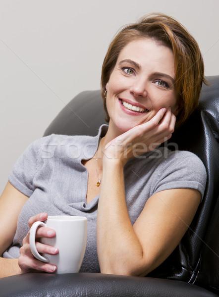 женщину питьевой кофе кавказский сидят гостиной Сток-фото © zdenkam