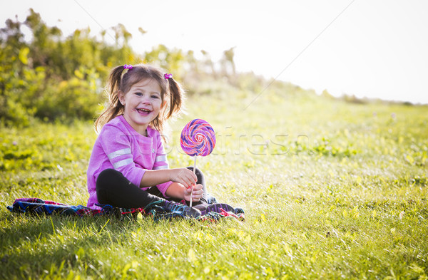Portret meisje park kaukasisch meisje glimlachend Stockfoto © zdenkam