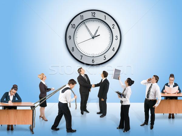 Foto d'archivio: Squadra · di · affari · donna · muro · clock · lavoro · imprenditore