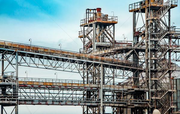 старые очистительный завод завода Нефтяная промышленность бизнеса небе Сток-фото © zeffss