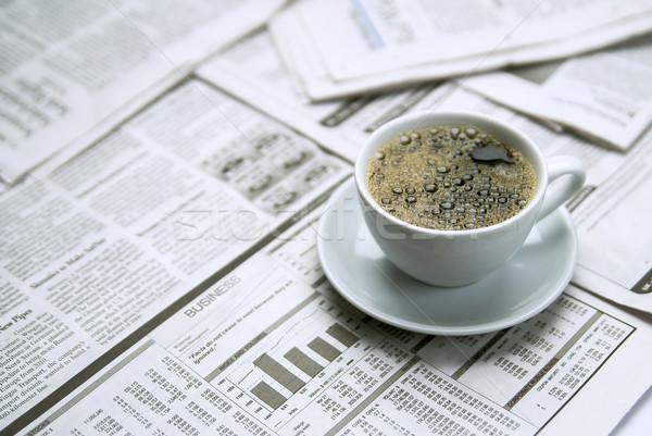 Stockfoto: Koffie · krant · papier · werk · nieuws · tabel