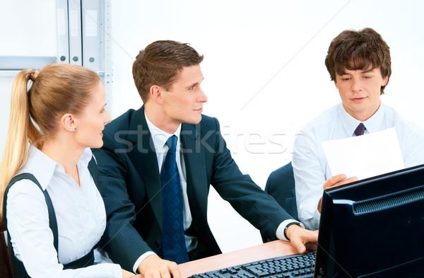 Retrato reunión portátil amigos grupo Foto stock © zeffss