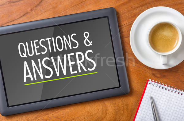 Tablet bureau vragen antwoorden koffie pen Stockfoto © Zerbor