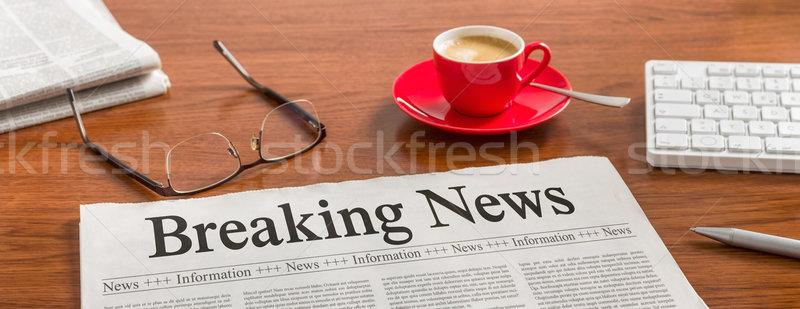újság fából készült asztal rendkívüli hírek üzlet billentyűzet Stock fotó © Zerbor