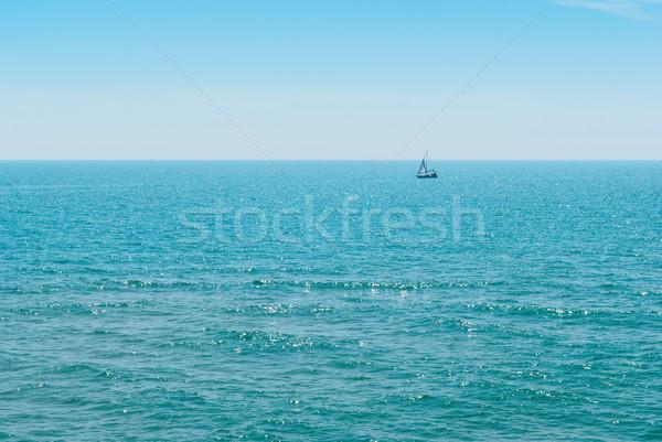 Yacht bleu eau océan ciel été Photo stock © Zhukow
