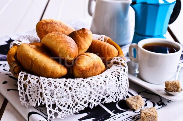 Croissants mand kant doek koffie Stockfoto © zia_shusha