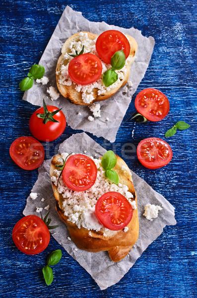 Szendvics sajt paradicsom bazsalikom papír étel Stock fotó © zia_shusha