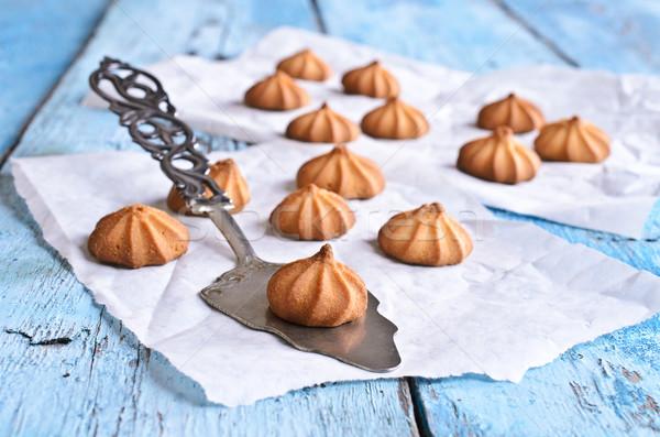 Pequeno bolinhos marrom mentiras lâmina bolo Foto stock © zia_shusha
