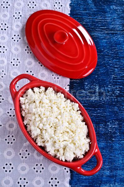 Requeijão branco forma vermelho cerâmico fundo Foto stock © zia_shusha