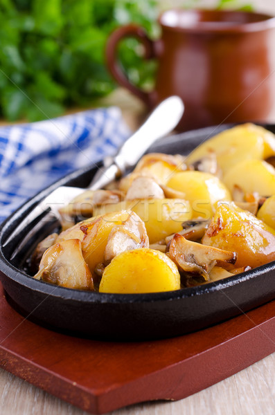 Batatas cogumelos frito servido comida Óleo Foto stock © zia_shusha