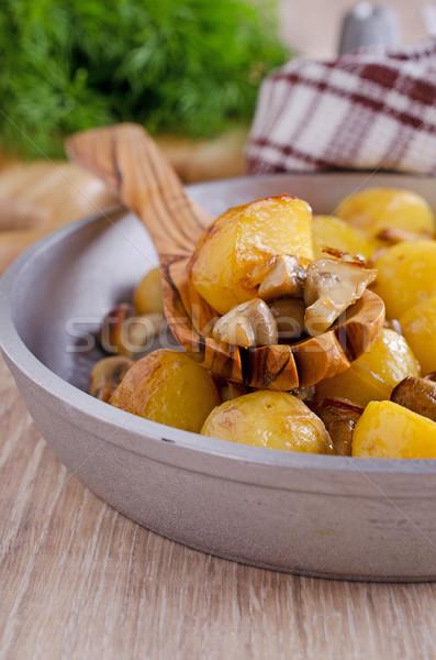 Champignons geserveerd voedsel olie Stockfoto © zia_shusha