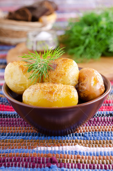 Batatas jovem frito servido rústico cerâmico Foto stock © zia_shusha