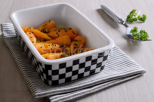 Bijgerecht wortelen baby zwarte vork Stockfoto © zia_shusha
