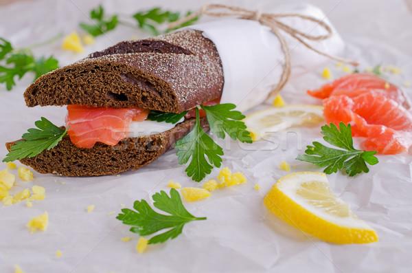 Sanduíche salmão ovos centeio pão Foto stock © zia_shusha