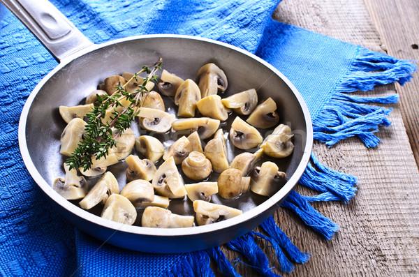 Champignons schaal gekookt tak voedsel olie Stockfoto © zia_shusha