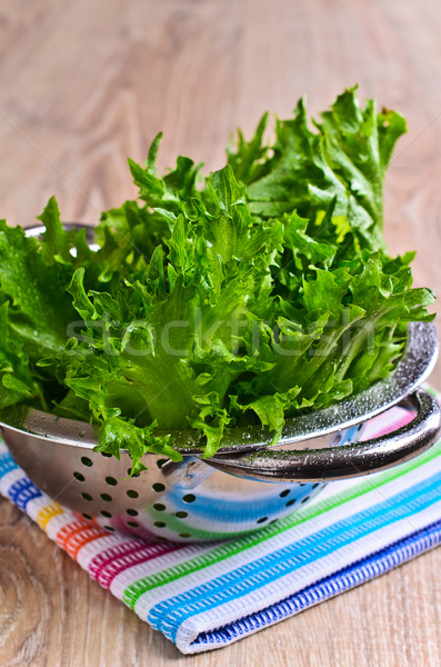 Salade fraîches feuille verte laitue gouttes d'eau mentir Photo stock © zia_shusha