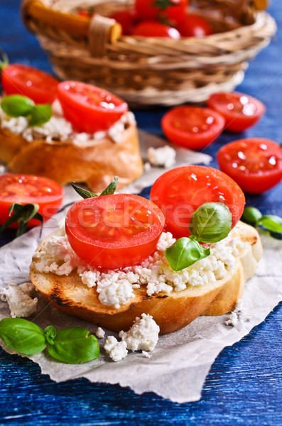 Sandwich fromages tomate basilic papier alimentaire Photo stock © zia_shusha