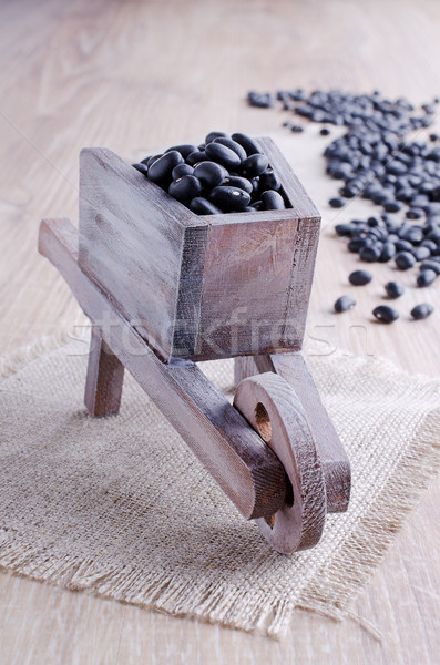 Bonen groot zwarte houten kruiwagen mode Stockfoto © zia_shusha