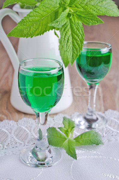 Transparente verde beber vidro álcool líquido Foto stock © zia_shusha