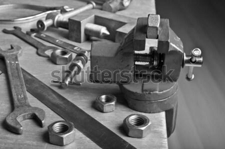 Dispositivo noz mão mesa de madeira construção tabela Foto stock © zia_shusha