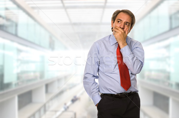 Pensive maturité homme d'affaires pense bureau travaux Photo stock © zittto