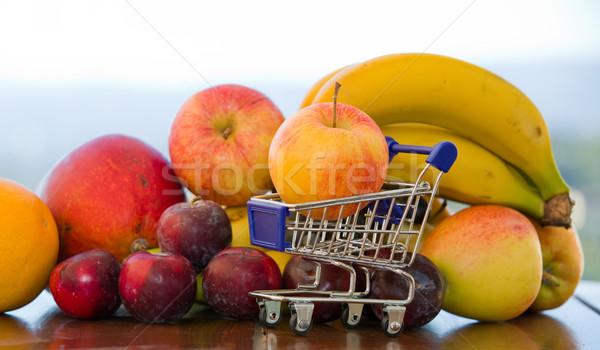 разнообразие плодов небольшой Корзина таблице саду Сток-фото © zittto