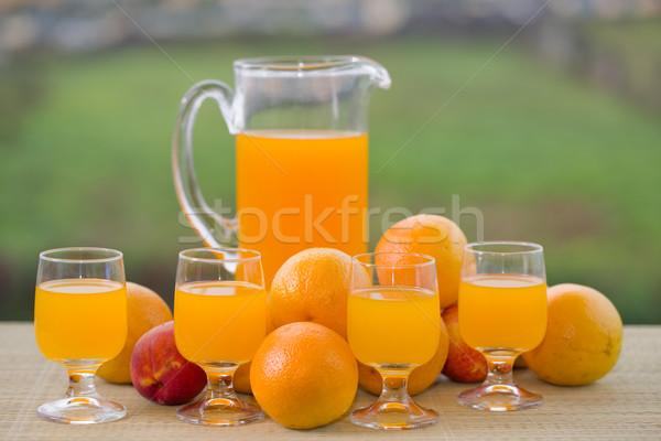 Sinaasappelsap glas heerlijk sinaasappelen tabel tuin Stockfoto © zittto