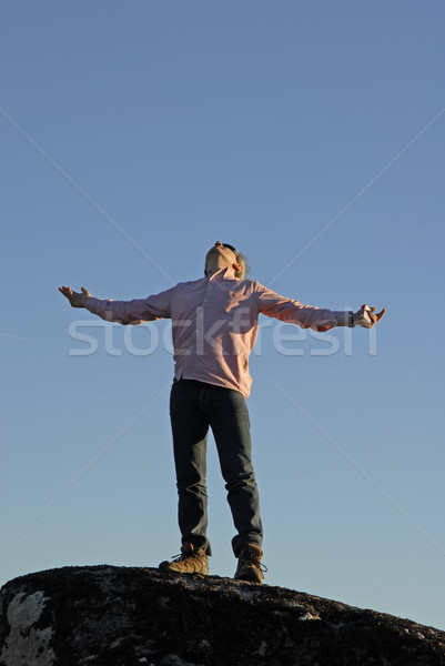 молятся молодым человеком оружия широкий открытых небе Сток-фото © zittto