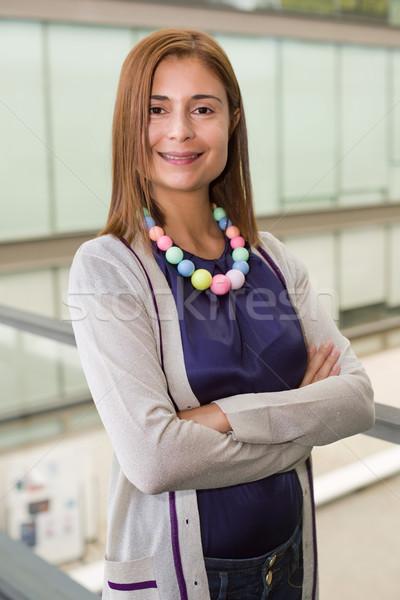 üzletasszony fiatal boldog üzletasszony iroda üzlet Stock fotó © zittto