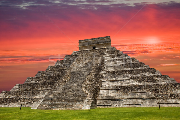 Chichen Itza eski piramit tapınak gökyüzü Bina Stok fotoğraf © zittto