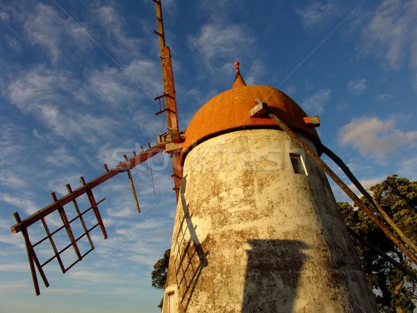 Fırıldak eski Bina manzara mavi kırmızı Stok fotoğraf © zittto