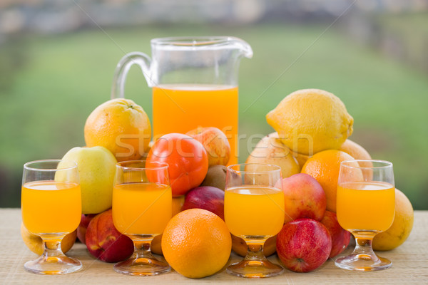 Sinaasappelsap bril vruchten houten tafel outdoor appel Stockfoto © zittto
