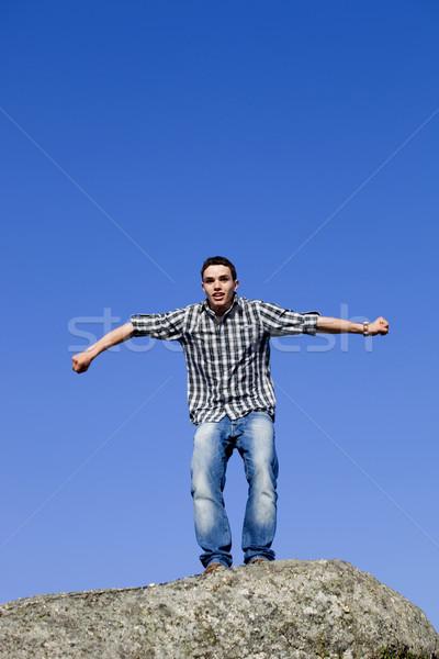 Saltar jovem feliz homem grande topo Foto stock © zittto