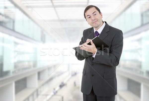 Empresario pensativo libro oficina hombre cuaderno Foto stock © zittto