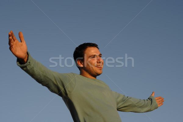 Gratis jonge man armen breed Open zonsondergang Stockfoto © zittto