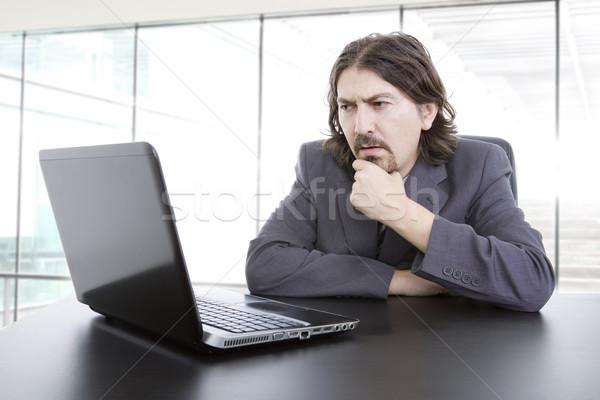 Trabalhando jovem homem de negócios laptop escritório empresário Foto stock © zittto