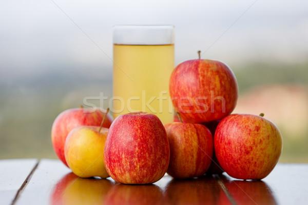 リンゴジュース リンゴ 木製のテーブル 屋外 食品 リンゴ ストックフォト © zittto