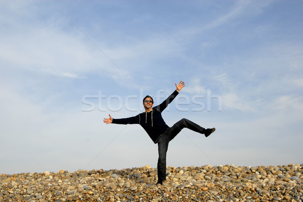 Felice uomo braccia ampia open spiaggia Foto d'archivio © zittto