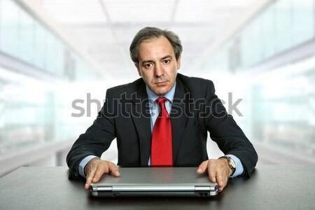 Hombre de negocios jóvenes escritorio oficina negocios sexy Foto stock © zittto