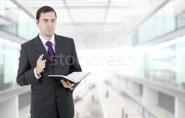 Düşünme dalgın işadamı kitap ofis finanse Stok fotoğraf © zittto