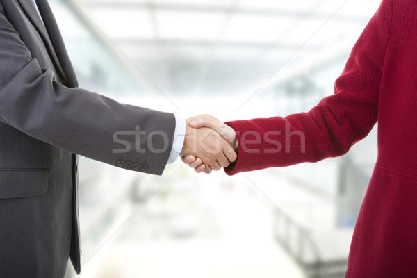 Handdruk business paar handen schudden kantoor handen Stockfoto © zittto