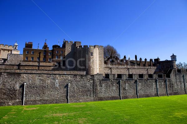 Wieża Londyn średniowiecznej zamek więzienia chmury Zdjęcia stock © zittto