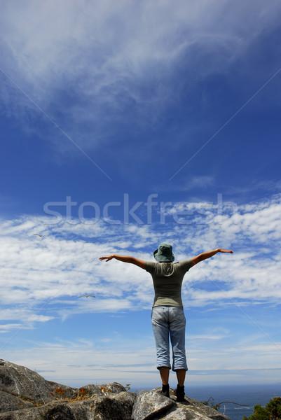 Kadın mutlu kadın silah geniş açmak Stok fotoğraf © zittto